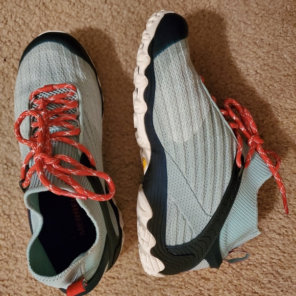 Chameleon 7 Knit Mid Hiker Sneaker